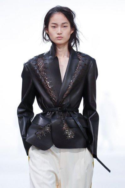 Неделя моды в Париже: Тильда Суинтон и другие на показе Haider Ackermann