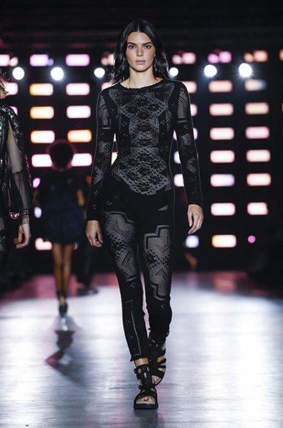 Неделя моды в Милане: Кендалл Дженнер, сестры Хадид и Кайя Гербер на показе Alberta Ferretti