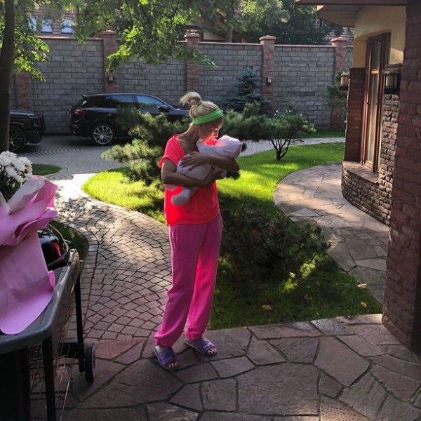 Лера Кудрявцева бросила новорожденную дочь