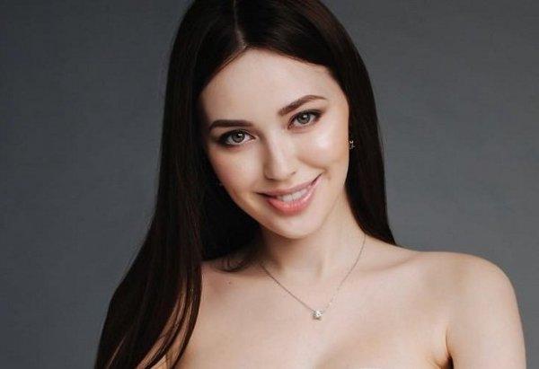 Дмитрий Тарасов засветил обнаженную грудь Анастасии Костенко