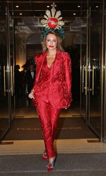 Моника Беллуччи, Эшли Грэм и Эмили Ратажковски в ярких образах на вечеринке Dolce & Gabbana: выбираем лучший