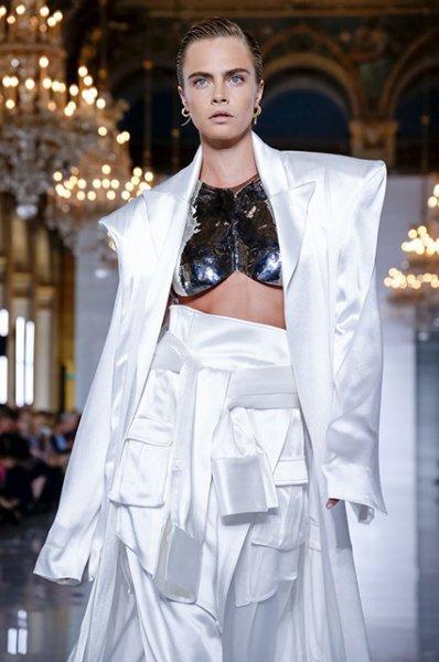 Неделя моды в Париже  Кара Делевинь, Наташа Поли, Елена Перминова и  Алессандра Амбросио 0d07c700be9