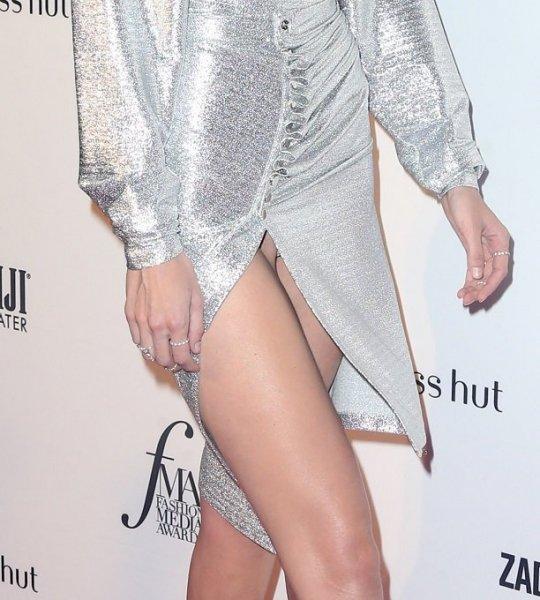 Джиджи Хадид появилась на светском мероприятии в очень пикантном платье