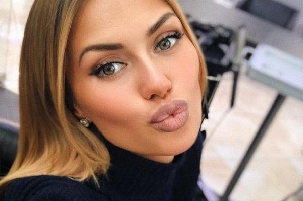 Виктория Боня разместила сексуальный снимок пышной груди