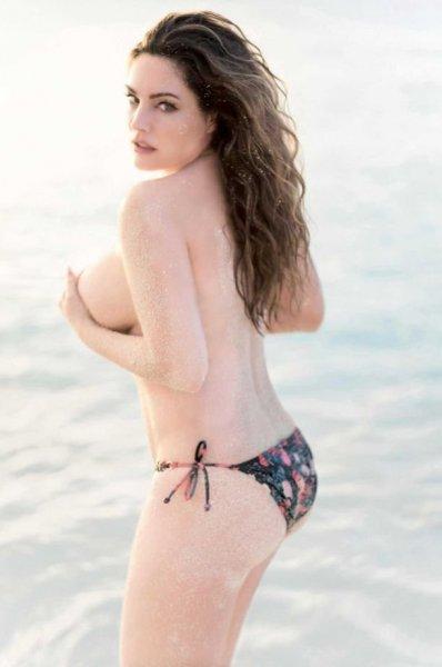 Келли Брук сделала сюрприз любителям сочной красоты женского тела