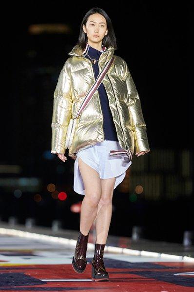 Показ Tommy Hilfiger в Шанхае: невеста Джастина Бибера Хейли Болдуин и другие на подиуме