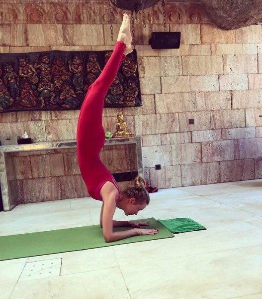 Глюкоза (Наташа Ионова) восхитила умениями в йоге