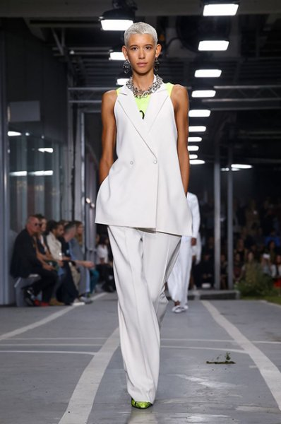 Неделя моды в Париже: Карли Клосс, Кендалл Дженнер и Белла Хадид на показе Off-White и показ Rick Owens