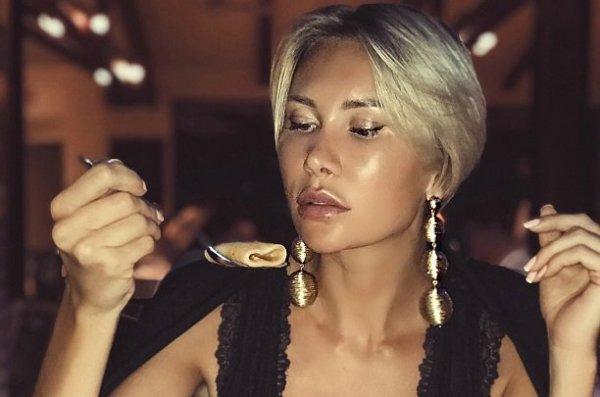 Экс-звезда Дом-2 Элина Камирен опубликовала эротические снимки