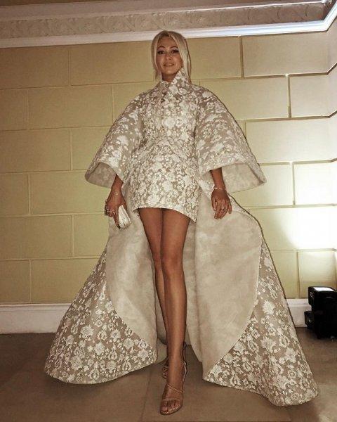 Королевское платье Яны Рудковской, сделало её героем вечеринки