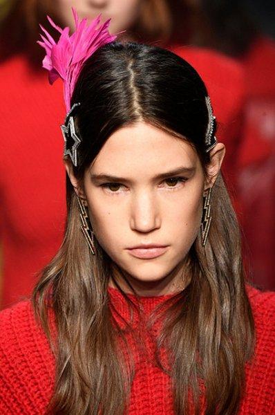 Крабики, боб, рыжий цвет: самые модные прически этой осени
