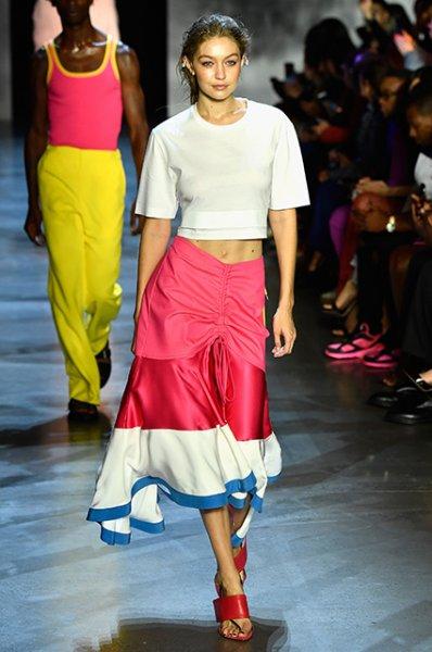 Неделя моды в Нью-Йорке: Белла и Джиджи Хадид, Джоан Смоллс и другие на ярком показе Prabal Gurung