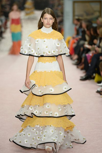 Неделя моды в Нью-Йорке: Лили Олдридж, Хейли Болдуин и другие на показе Carolina Herrera