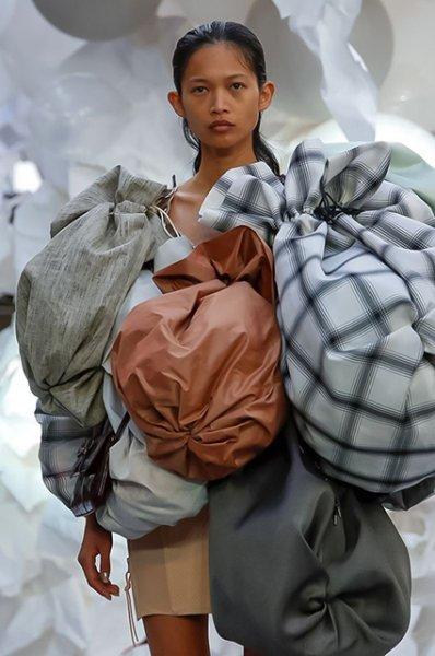 Неделя моды в Париже: показы Vivienne Westwood и Elie Saab сезона весна/лето-2019