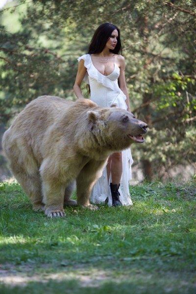 Певица и модель Елена Галицына сняла книгу