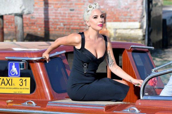 Леди Гага объявила о помолвке