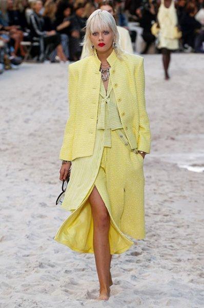 Неделя моды в Париже: Ванесса Паради, Памела Андерсон и другие звезды на показе Chanel