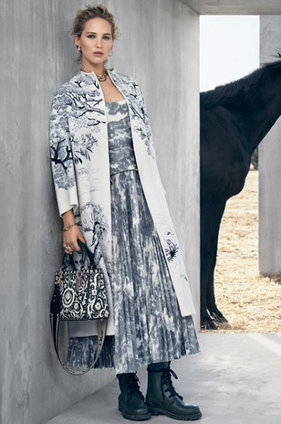 Дженнифер Лоуренс в образе мексиканской наездницы снялась для новой круизной кампании Dior
