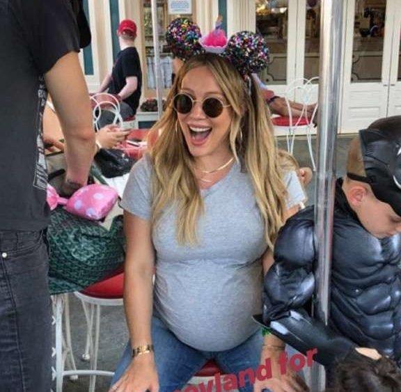 Хилари Дафф вновь стала мамой и показала первое фото новорожденной