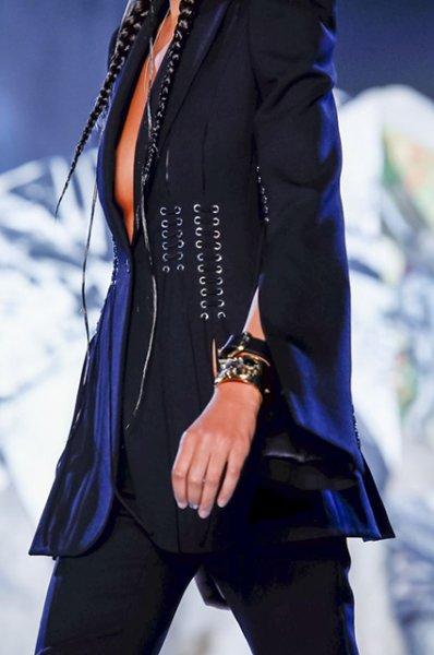 Неделя моды в Париже: показ Alexander McQueen сезона весна/лето-2019