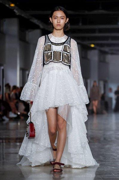 Неделя моды в Париже: Елена Перминова, Поппи Делевинь и другие на показе Giambattista Valli