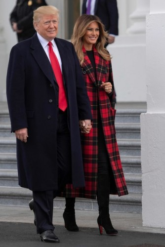 В Белом Доме установили рождественскую ель