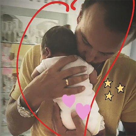 Нюша показала первое фото с прогулки с новорожденной дочкой