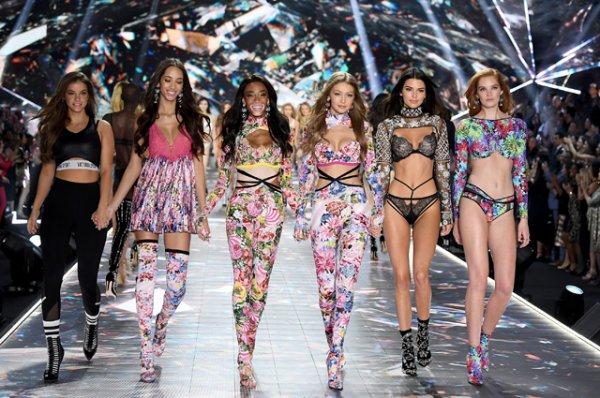Адриана Лима, Белла и Джиджи Хадид, Кендалл Дженнер и другие зажгли на шоу Victoria's Secret 2018