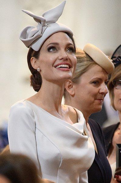 """""""Хочу шею как у Джоли!"""": в Америке придумали необычный вид подтяжки"""