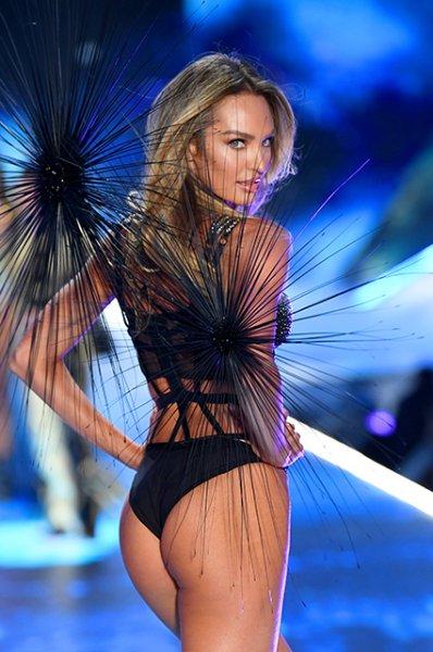 Кэндис Свейнпол приняла участие в показе Victoria's Secret через пять месяцев после рождения второго ребенка