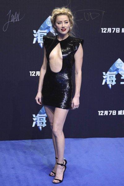 Эмбер Хёрд появилась на премьере в провальном образе
