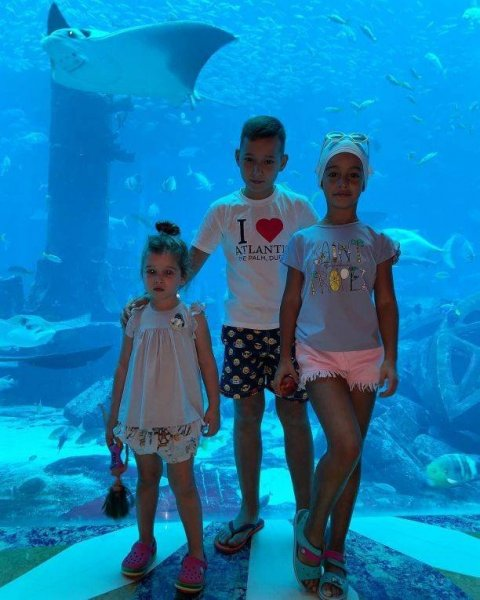 Ксения Бородина показала стройную фигуру в купальнике на отдыхе в ОАЭ