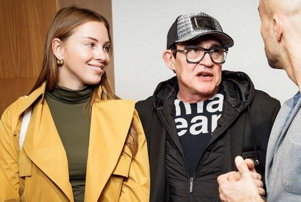 Беременная 4-ым ребёнком 29-летняя Полина Диброва пришла с мужем на премьеру фильма