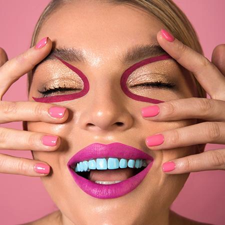Бьюти-дайджест: от макияжа для зубов до масок-капельниц
