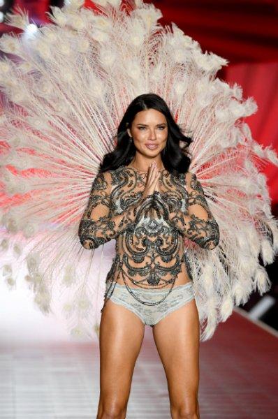 """Адриана Лима покидает Victoria's Secret: """"Мне не просто дали крылья, меня научили летать"""""""