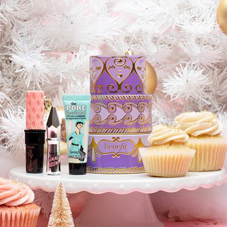 Wanted: подарочные наборы в виде тортов от Benefit