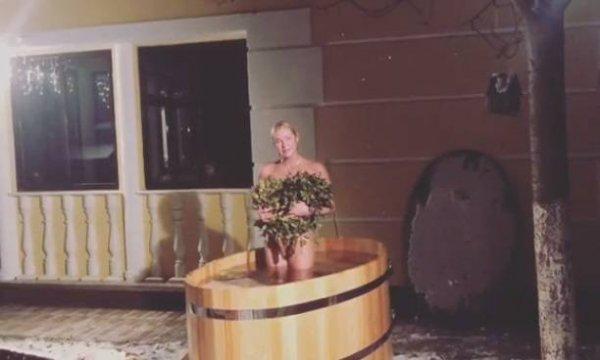 Совершенно голая Анастасия Волочкова сняла видео в купели