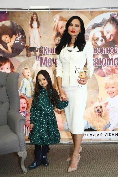 """Елена Галицына устроила презентацию своей книги """"Мечты сбываются!"""""""