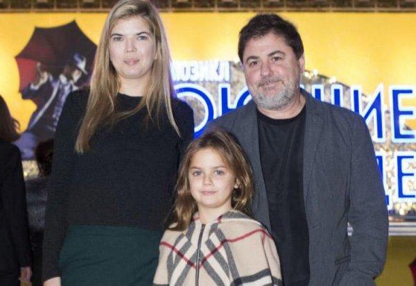 Александр Цекало изменяет жене с брюнеткой (видео)
