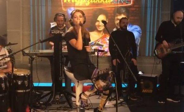 Наталья Подольская пришла на эфир в одних колготах без юбки