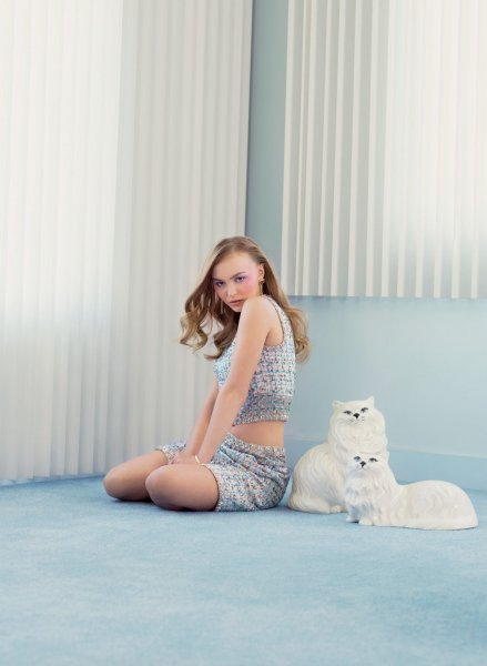 Лили-Роуз Депп раскритиковали за обнаженную фотосессию
