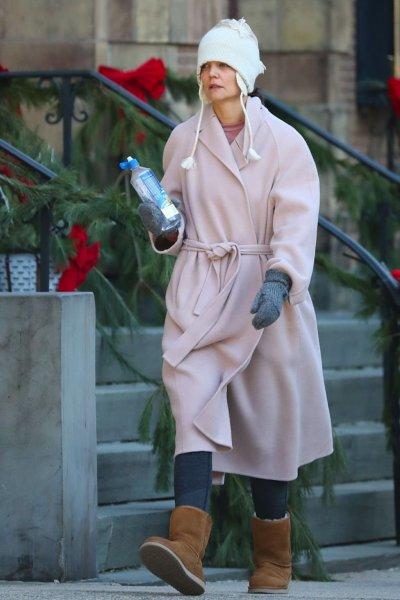 Кэти Холмс поразила поклонников нелепым нарядом на прогулке по Нью-Йорку