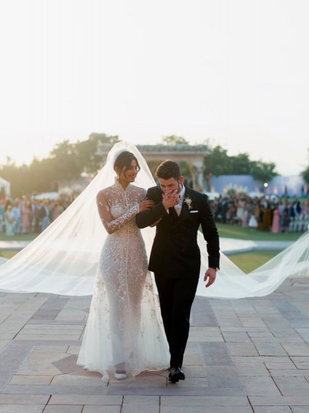 Свадьба Приянки Чопра и Ника Джонаса: в сеть попали фото роскошных нарядов невесты