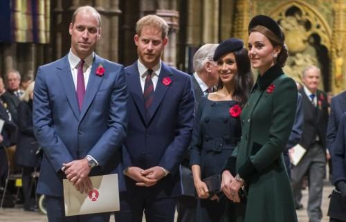 Принцы Уильям и Гарри продолжают ссориться, а от Меган Маркл уходят ассистенты