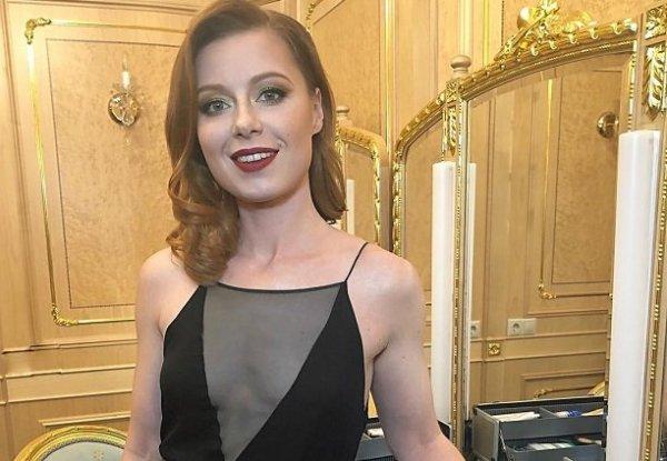 Певица Юлия Савичева вновь станет мамой