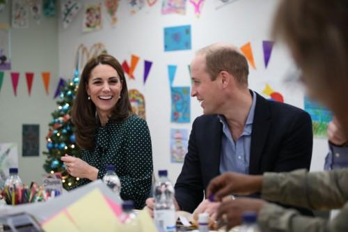 Кейт Миддлтон и принц Уильям посетили детский госпиталь и сплели браслеты