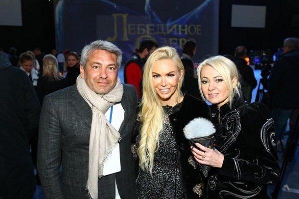 Алиса Лобанова на премьере ледового шоу «Лебединое озеро»