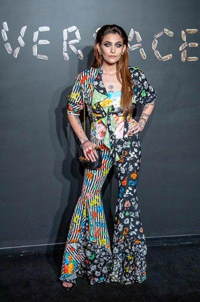 Ирина Шейк, Блейк Лайвли, Ким Кардашьян, Ума Турман и другие звезды на показе Versace в Нью-Йорке
