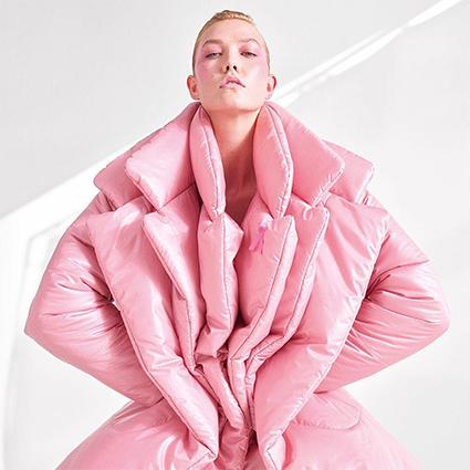 Модный дайджест: от новых кампаний с Кейт Мосс, Селеной Гомес и Ксенией Собчак до главного цвета 2019 года