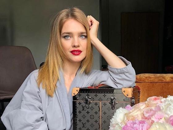 Наталья Водянова прогулялась по Парижу в компании необычной спутницы